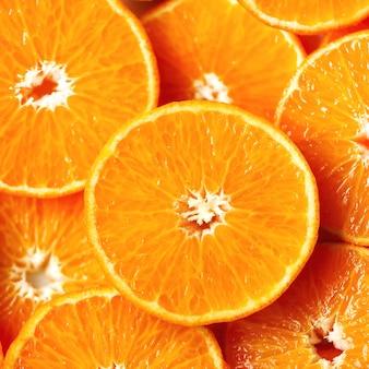 Świeża pokrojona pomarańczowa owocowa tekstura. makro, widok z góry, kopia miejsca. jedzenie. soczyste pomarańcze
