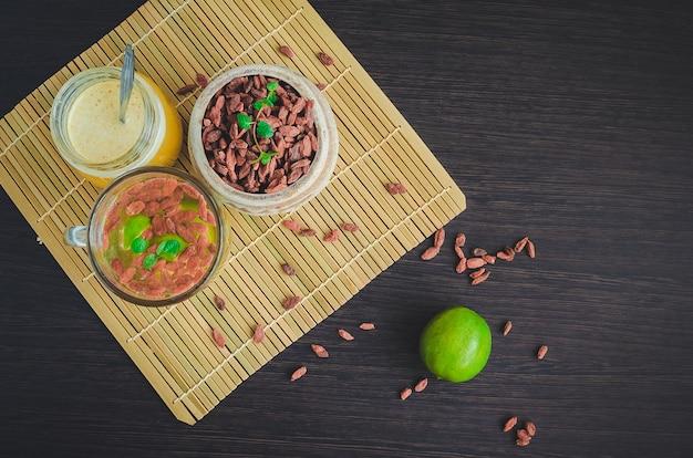 Świeża przeciwutleniająca herbata ziołowa z jagód goji