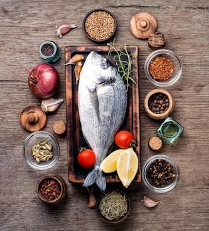 Świeża ryba z przyprawami