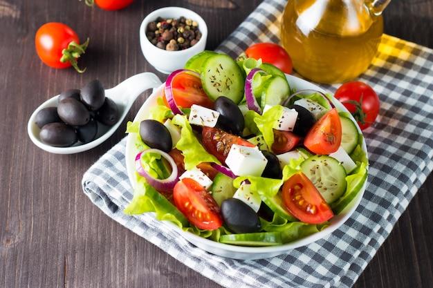 Świeża sałatka grecka