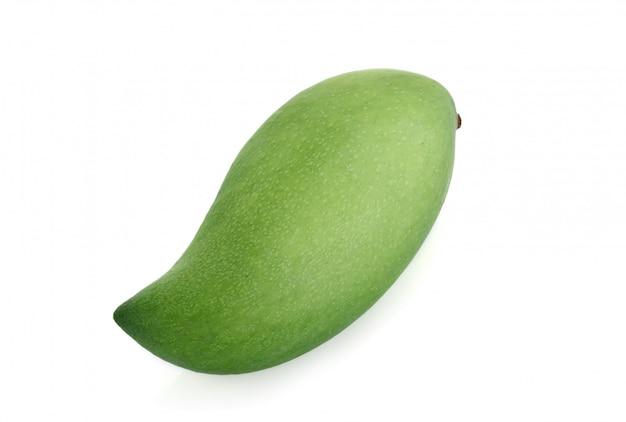 Świeża zielona mangowa owoc odizolowywająca na bielu