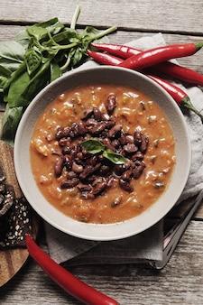 Świeża zupa z przyprawami