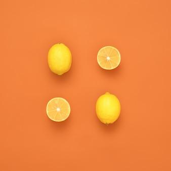 Świeże cytryny na pomarańczowym tle kreatywny układ cytryny płaska świecka koncepcja żywności