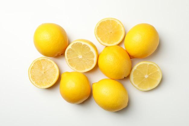 Świeże cytryny, widok z góry. dojrzały owoc