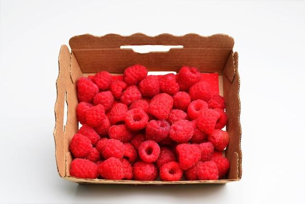 Świeże czerwone jagody dojrzałych malin