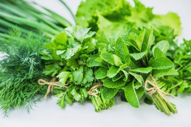 Świeże domowe warzywa z ogrodu. izolować