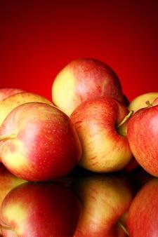 Świeże i smaczne jabłka