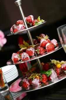 Świeże i smaczne jedzenie na stole