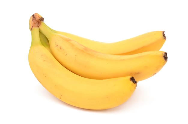Świeże i zdrowe banany na białym tle na białej powierzchni