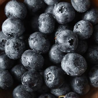 Świeże jagody lato tło. pojęcie zdrowego organicznego wegetariańskiego czystego jedzenia. widok z góry.