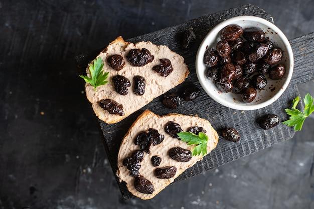 Świeże kanapki oliwki suszone warzywa przystawka porcja danie ekologiczne
