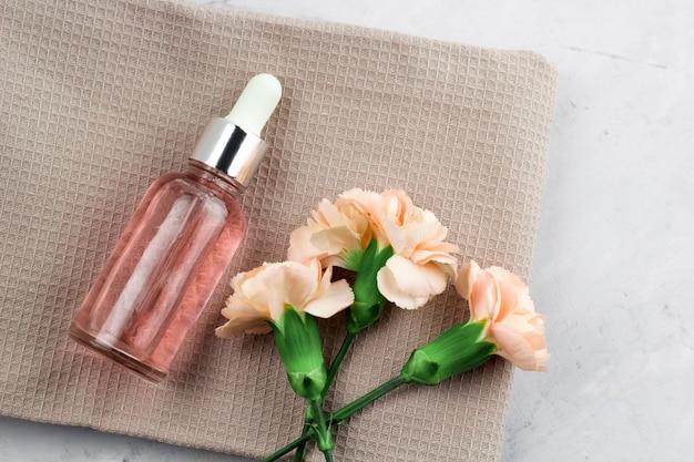 Świeże kwiaty i olejek aromatyczny