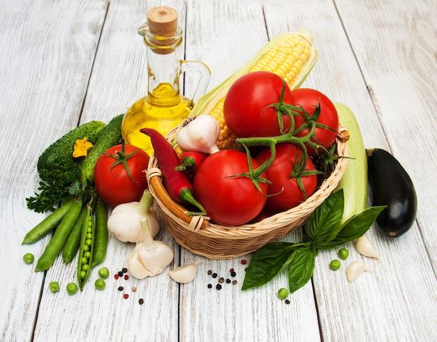 Świeże letnie warzywa