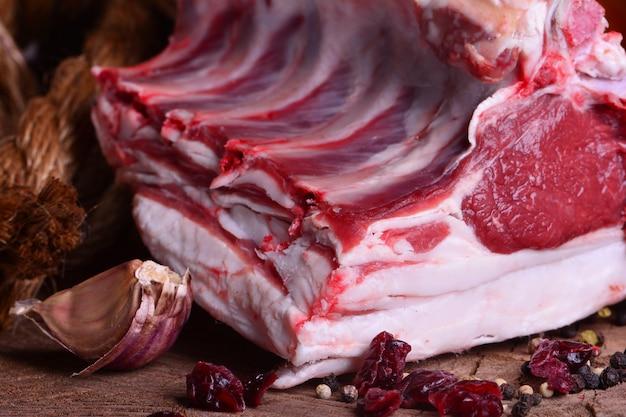 Świeże mięso baranie