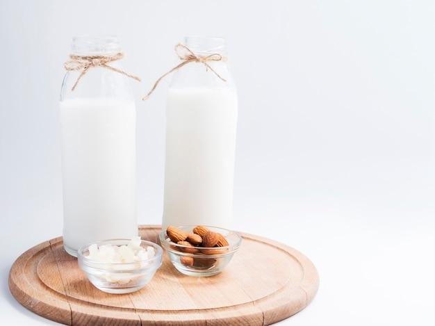 Świeże mleko i trochę migdałów