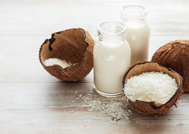 Świeże mleko kokosowe, wegański zdrowy napój bezmleczny