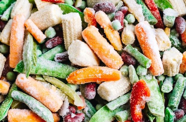 Świeże, mrożone warzywa mix z bliska. zdrowe jedzenie