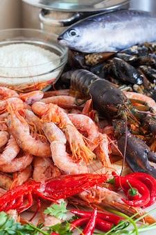Świeże, niegotowane specjały z owoców morza