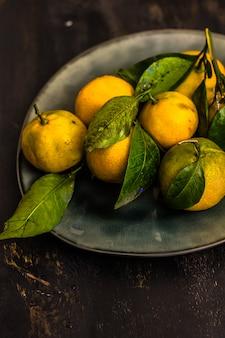 Świeże organiczne owoce mandarynki