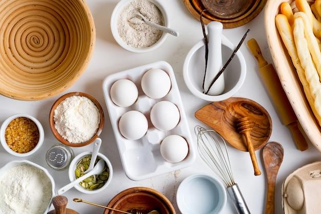Świeże organiczne składniki do robienia domowego zdrowego chleba