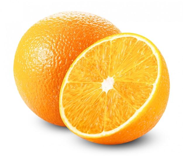 Świeże pomarańcze na białym tle