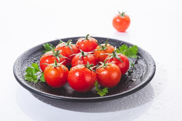 Świeże pomidory czereśniowe