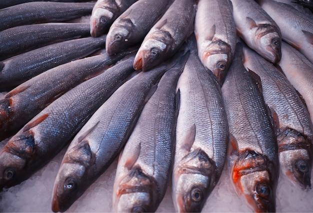 Świeże ryby w supermarkecie tekstury tła