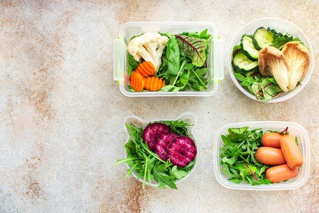 Świeże sałatki zdrowy pojemnik na posiłek tygodniowe menu pudełko na lunch porcja jedzenie dieta ekologiczna żywność na wynos