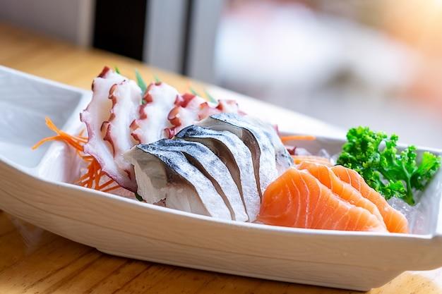 Świeże sashimi z japońskiej azjatki