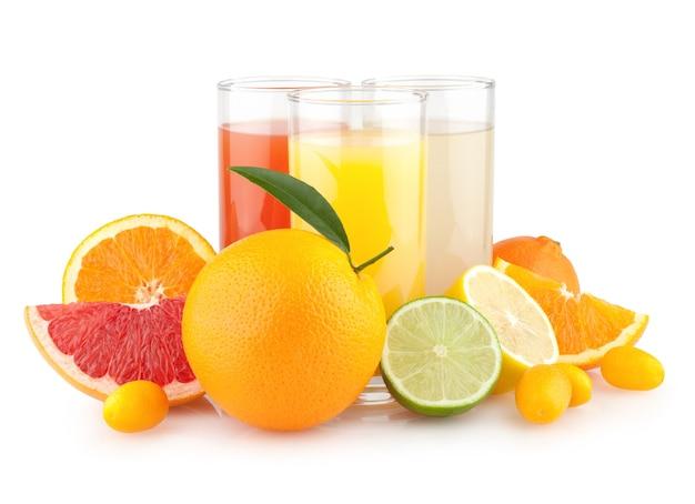 Świeże soki cytrusowe z różnymi cytrusami