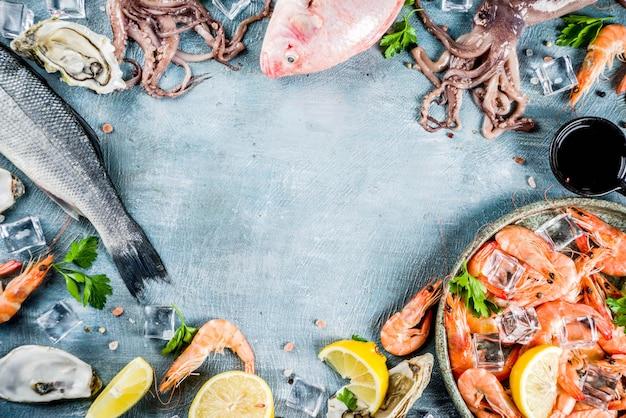 Świeże, surowe owoce morza