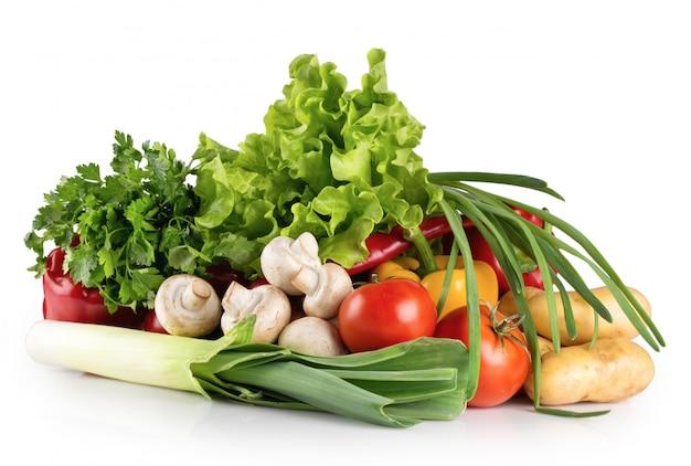 Świeże surowe warzywa i zioła
