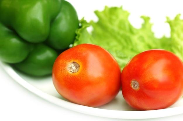 Świeże warzywa sałatkowe- sałata, pomidor, papryka