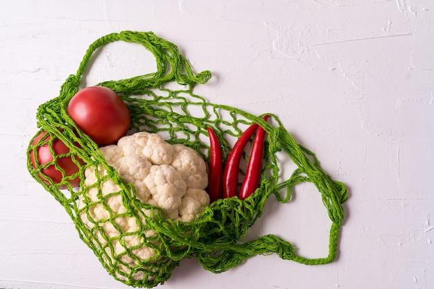 Świeże warzywa w eko-siatce torba na zakupy wielokrotnego użytku o zerowej siatce