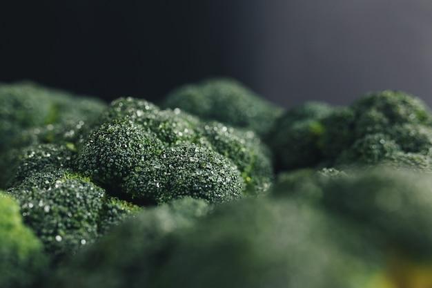 Świeże zielone brokuły