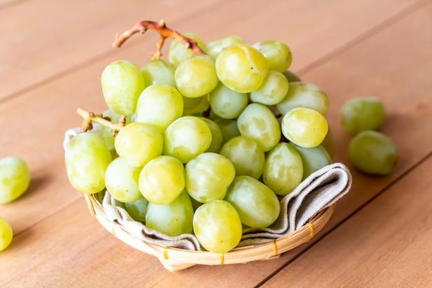 Świeże zielone winogrona