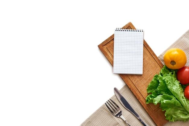 Świeże życie świeże warzywa są na stole