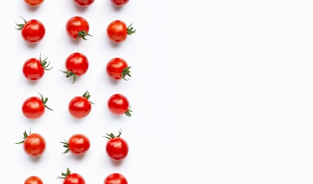 Świezi czereśniowi pomidory na bielu