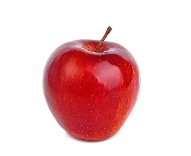 Świezi czerwoni jabłka odizolowywający na białym tle