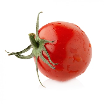 Świezi pomidory odizolowywający na białym tle.