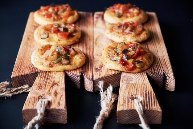 Świeżo upieczone mini pizze