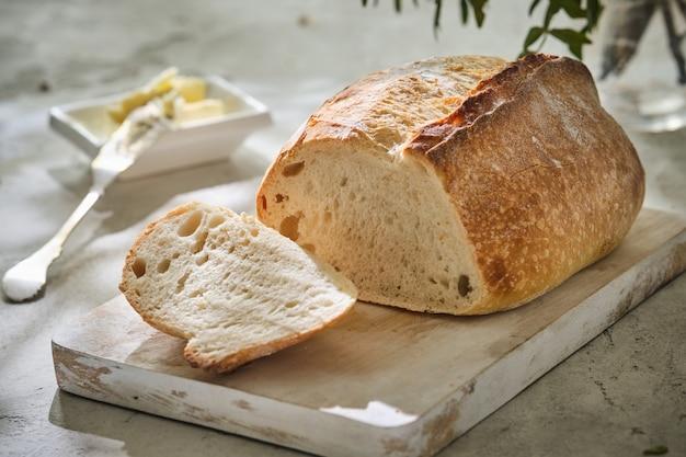 Świeżo upieczony tradycyjny chleb