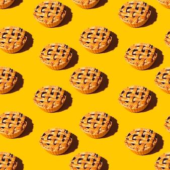Świeżo upieczony wzór mini ciasto wiśniowe
