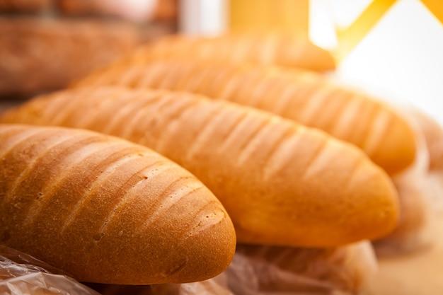 Świeży biały chleb