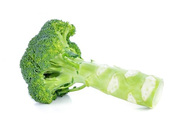 Świeży brocoli na białym tle