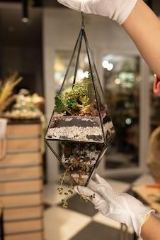 Świeży bukiet kolorowych kwiatów mieszanych. koncepcja europejskiego kwiaciarni. dostawa kwiatów