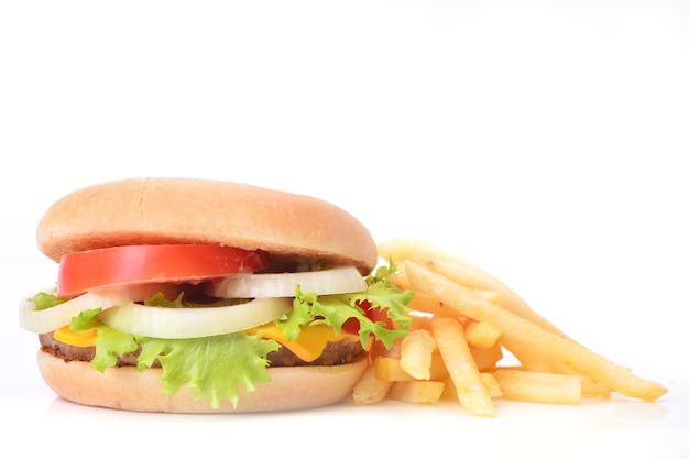 Świeży hamburger z frytkami