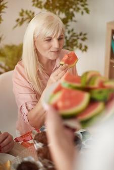 Świeży i słodki arbuz sezonowy