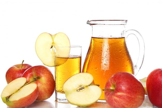 Świeży i zimny sok jabłkowy