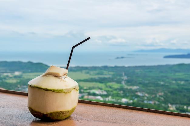Świeży napój kokosowy